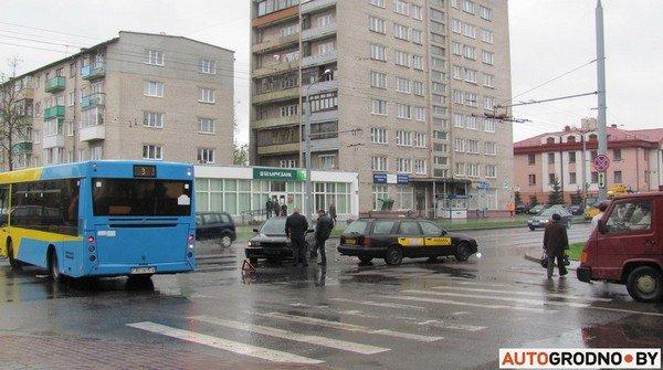 Фотофакт: утреннее ДТП на ул. Советских пограничников создало пробку в центре города (фото) - фото 1