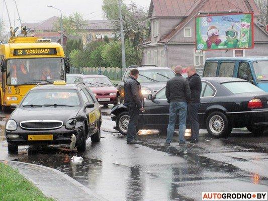 Фотофакт: утреннее ДТП на ул. Советских пограничников создало пробку в центре города (фото) - фото 4