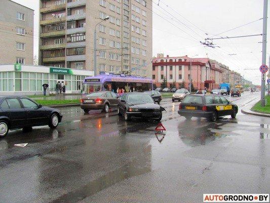 Фотофакт: утреннее ДТП на ул. Советских пограничников создало пробку в центре города (фото) - фото 3