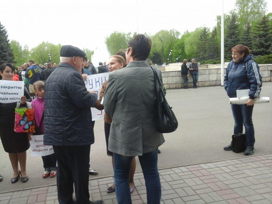 Криворожские депутаты проголосовали за закрытие 54 школы. Родители вышли на митинг (ФОТО), фото-2