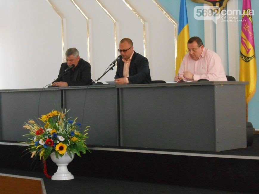 В Днепродзержинске состоялись общественные слушания по вопросу повышения тарифов на проезд в маршрутках (фото) - фото 3