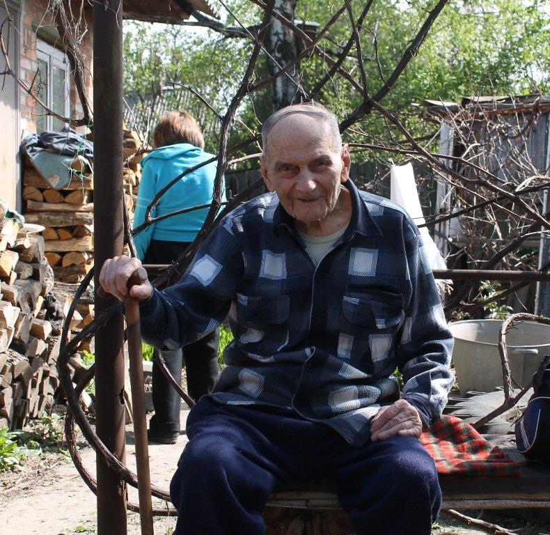 Артемовцы помогли ветеранам не словом, а делом, фото-6