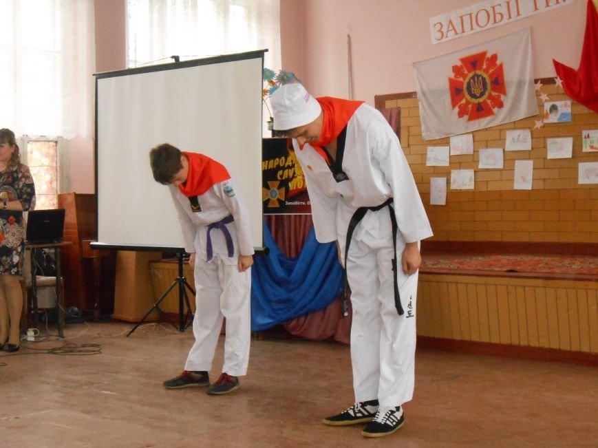 В Днепродзержинске прошел городской этап Всеукраинского фестиваля дружин юных пожарных (фото) - фото 9