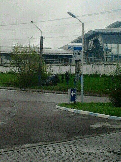 У Львові «Мерседес» влетів у стовп (ФОТО), фото-2