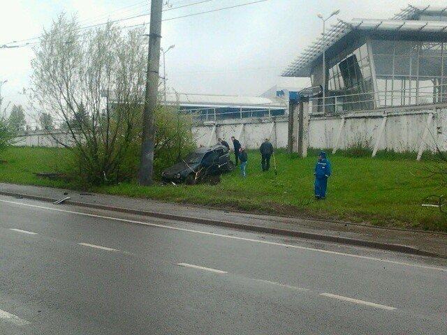 У Львові «Мерседес» влетів у стовп (ФОТО), фото-3