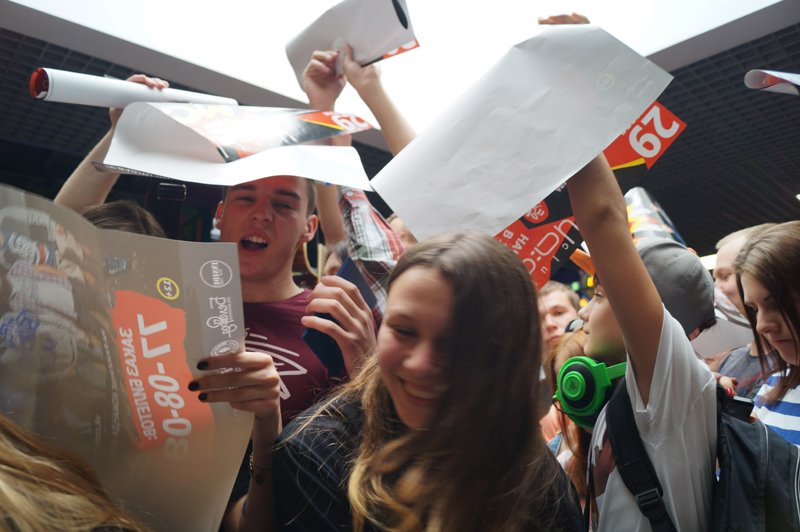 Noize MC перед концертом в Белгороде провёл автограф-сессию (фото) - фото 6