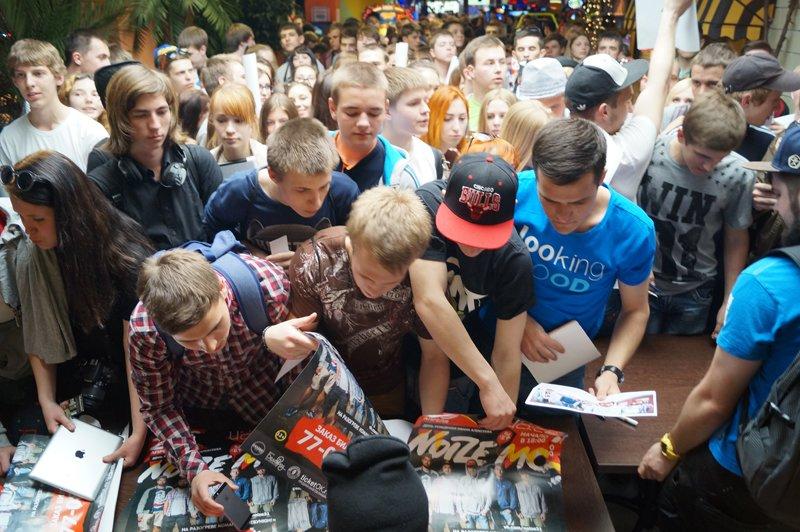 Noize MC перед концертом в Белгороде провёл автограф-сессию (фото) - фото 3