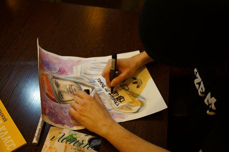 Noize MC перед концертом в Белгороде провёл автограф-сессию (фото) - фото 4