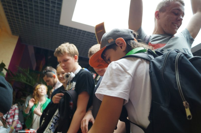 Noize MC перед концертом в Белгороде провёл автограф-сессию (фото) - фото 7