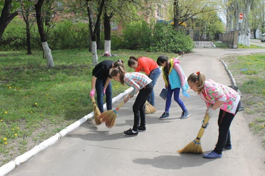 Добропольские школьники помогают в благоустройстве города (ФОТО), фото-2