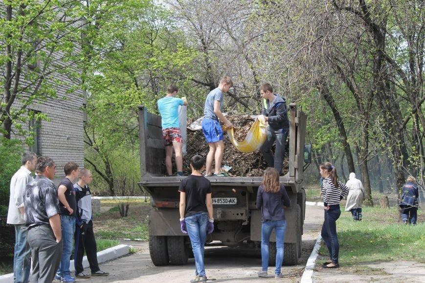 Добропольские школьники помогают в благоустройстве города (ФОТО), фото-1