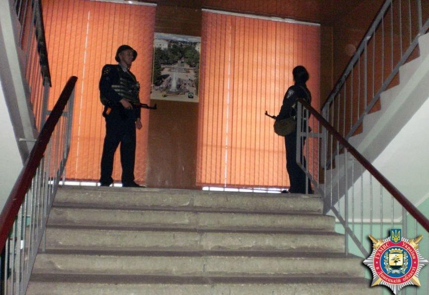 Милиция Артемовска тренировалась держать оборону здания горотдела, фото-3