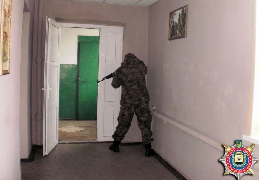 Милиция Артемовска тренировалась держать оборону здания горотдела, фото-1