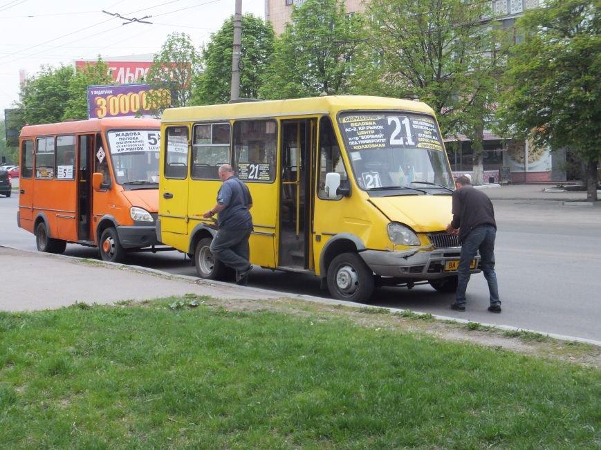 В Кировограде столкнулись две маршрутки (фото) - фото 1