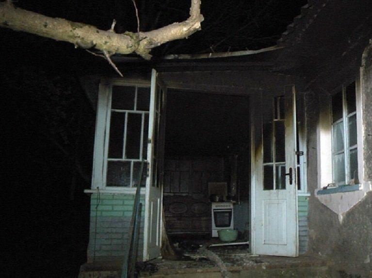 На Хмельниччині внаслідок пожежі у приватному будинку загинуло двоє дітей (ФОТО) (фото) - фото 1