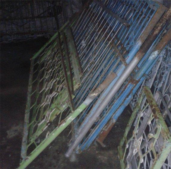 В Кировоградской области с кладбища похитили почти сорок оградок (фото) - фото 1