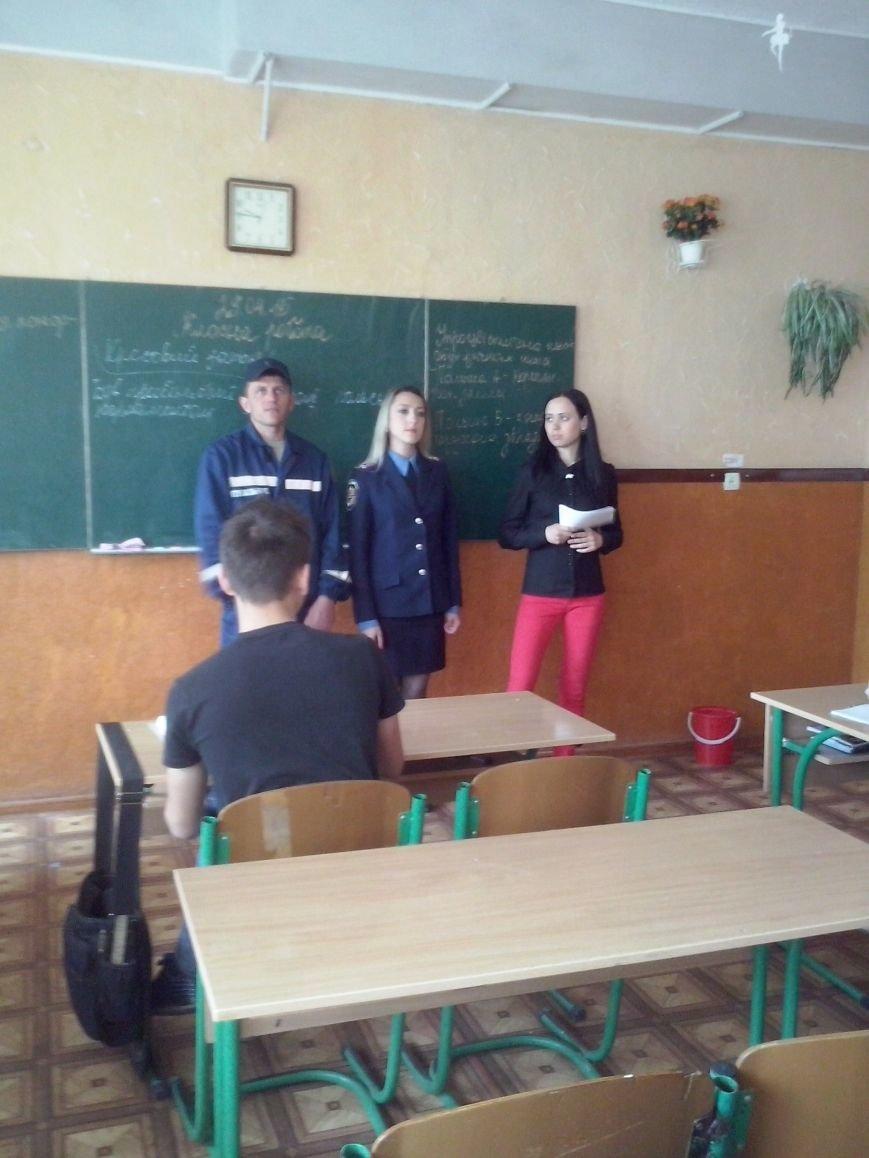 В Доброполье милиционеры учат детей правилам поведения при обнаружении взрывных устройств (фото) - фото 1