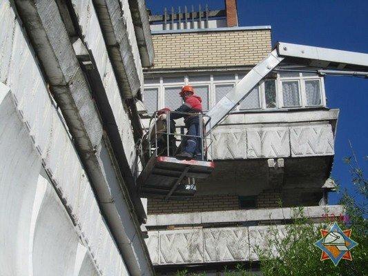 Фотофакт: в Гродно обрушилась часть балкона (фото) - фото 6