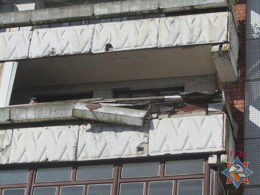 Фотофакт: в Гродно обрушилась часть балкона (фото) - фото 1