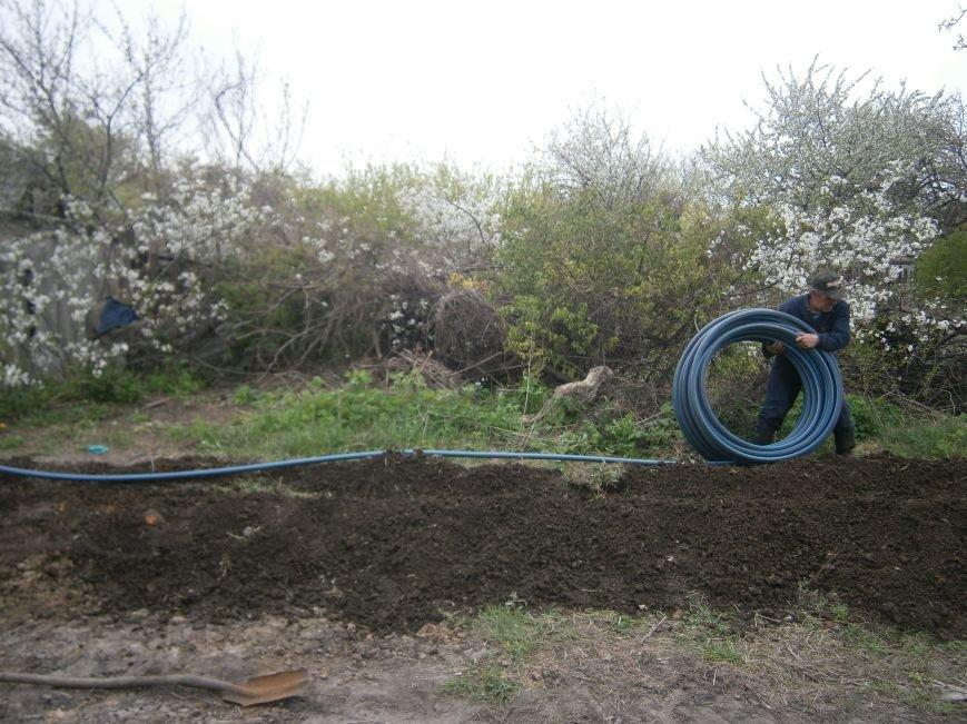 Димитровский водоканал совместно с жителями меняет водопроводные сети (Фоторепортаж) (фото) - фото 6