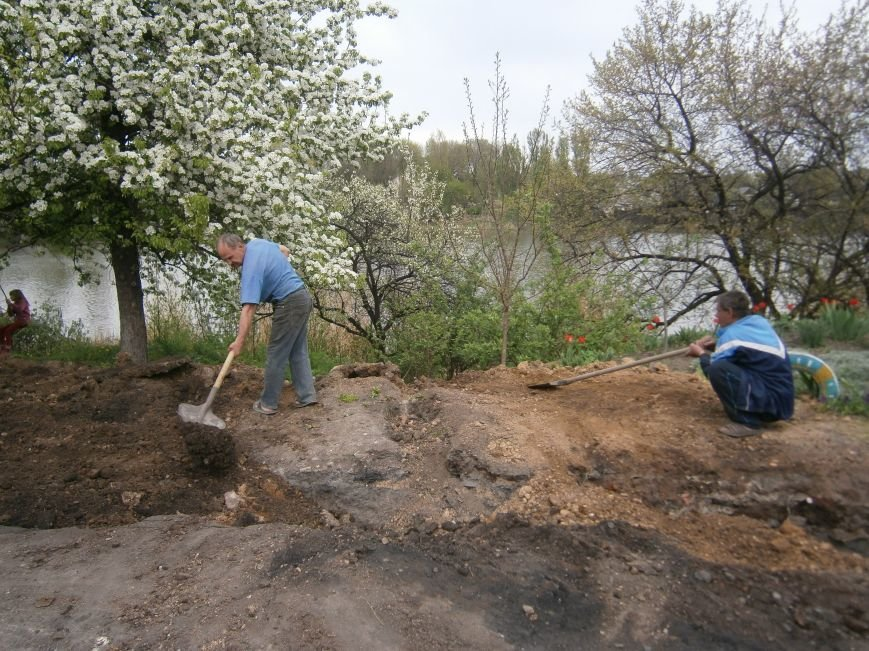 Димитровский водоканал совместно с жителями меняет водопроводные сети (Фоторепортаж) (фото) - фото 12
