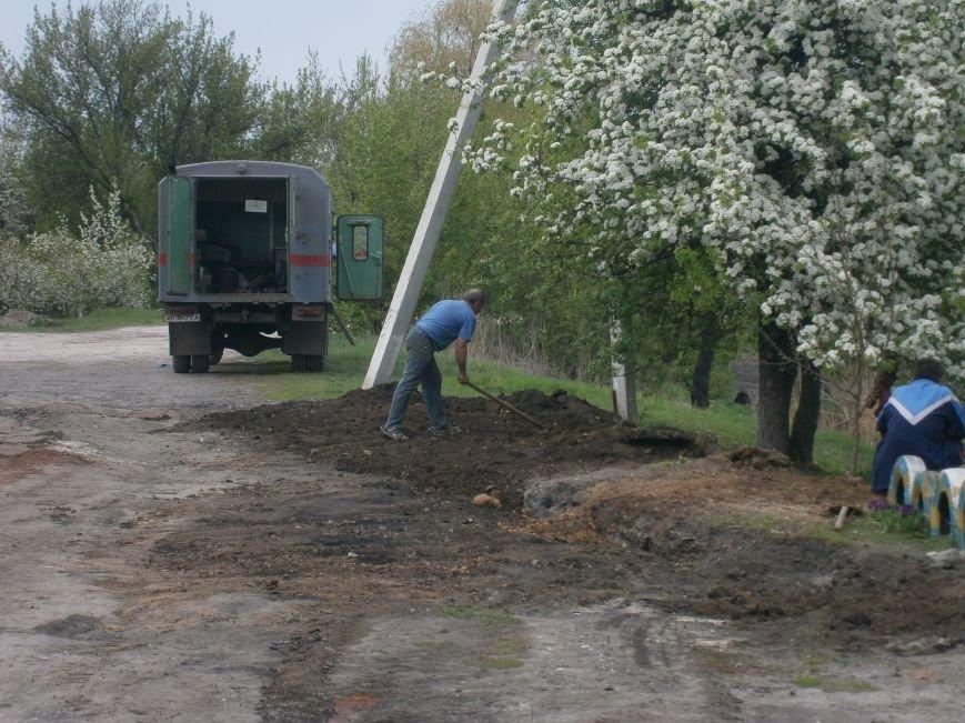 Димитровский водоканал совместно с жителями меняет водопроводные сети (Фоторепортаж) (фото) - фото 13
