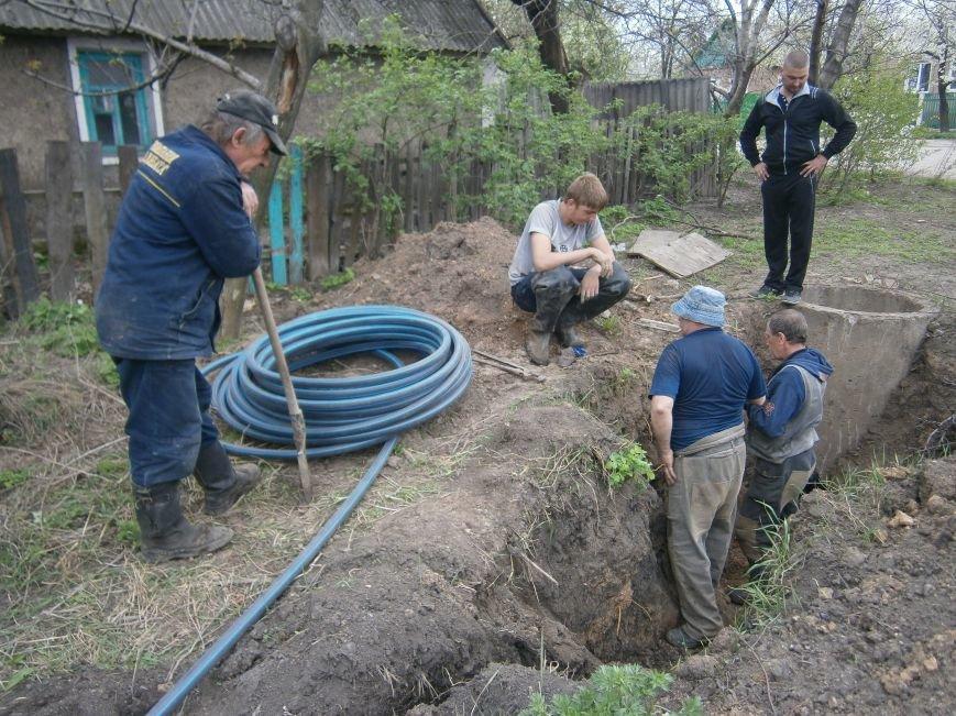 Димитровский водоканал совместно с жителями меняет водопроводные сети (Фоторепортаж) (фото) - фото 10