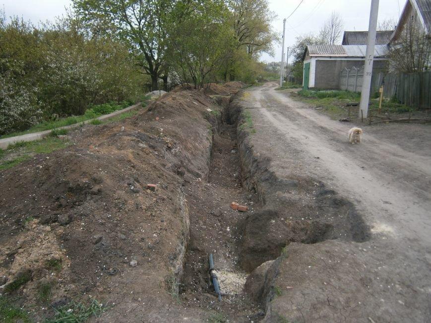 Димитровский водоканал совместно с жителями меняет водопроводные сети (Фоторепортаж) (фото) - фото 2