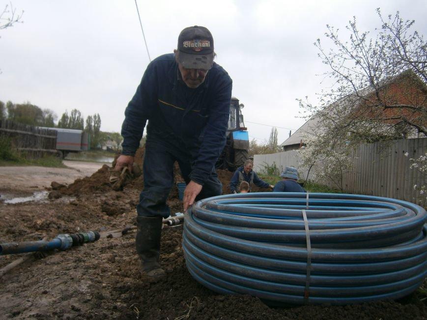 Димитровский водоканал совместно с жителями меняет водопроводные сети (Фоторепортаж) (фото) - фото 4