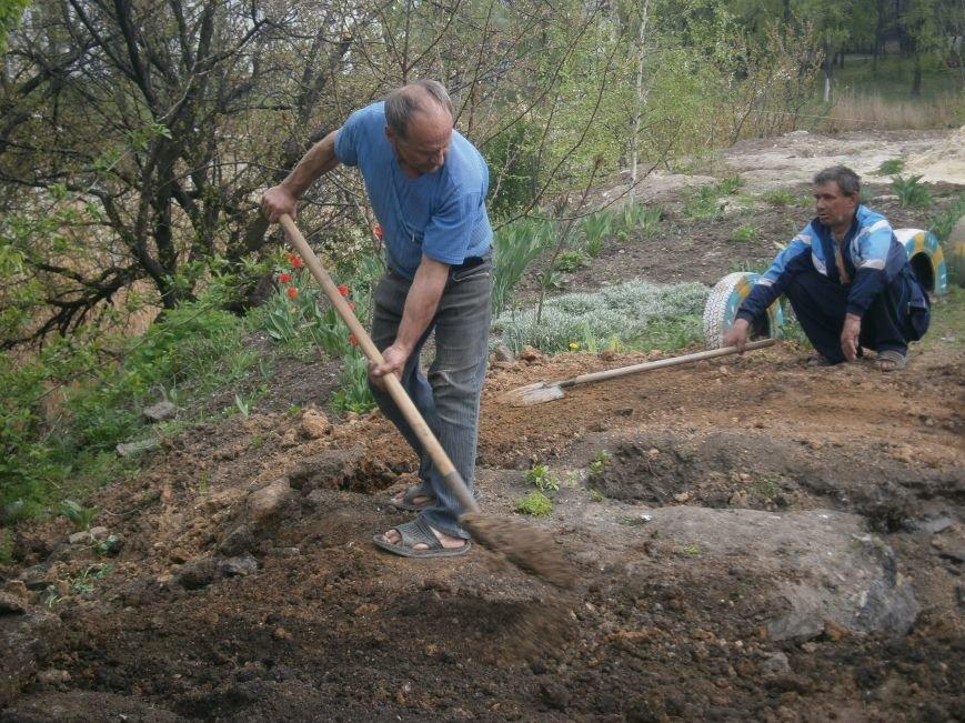 Димитровский водоканал совместно с жителями меняет водопроводные сети (Фоторепортаж) (фото) - фото 3