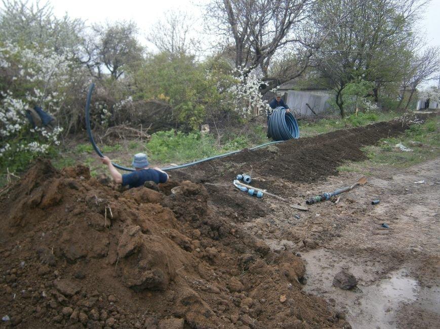 Димитровский водоканал совместно с жителями меняет водопроводные сети (Фоторепортаж) (фото) - фото 7