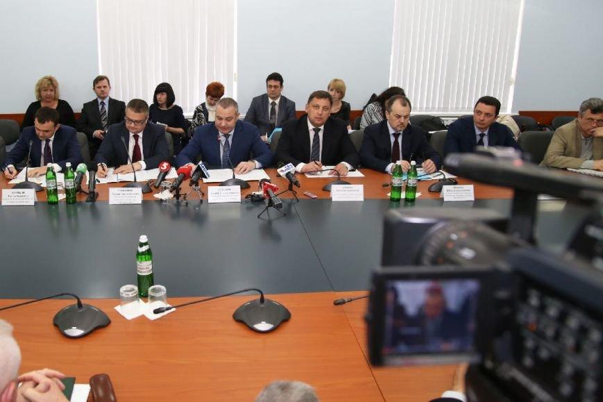 Херсонщина совместно с Николаевщиной будут обеспечивать страну военной техникой (фото) - фото 1