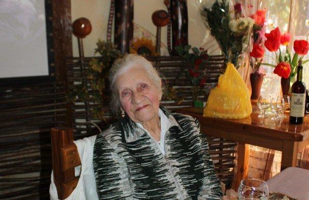 Удивительные - рядом! В Алупке 90-летний юбилей отметила ветеран Тамара Йохина (фото) - фото 1