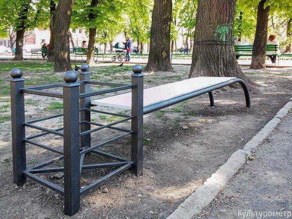 В одесском парке установили необычную скамейку (ФОТО) (фото) - фото 1