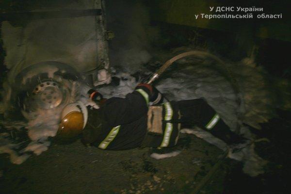 У Тернополі підпалили бус, яким волонтери возили допомогу воїнам на схід? (фото, відео) (фото) - фото 1