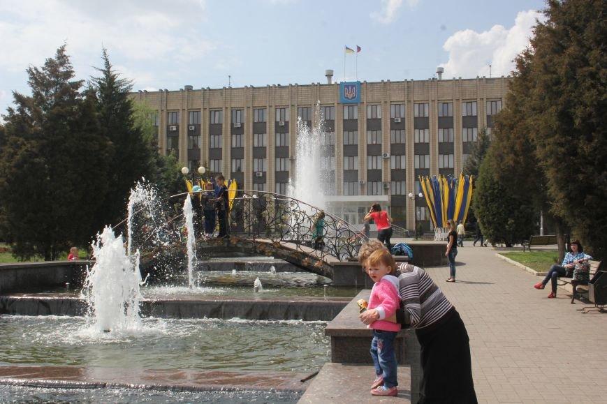 Фотофакт: к 1 Мая на центральной площади города начал работать фонтан, фото-3