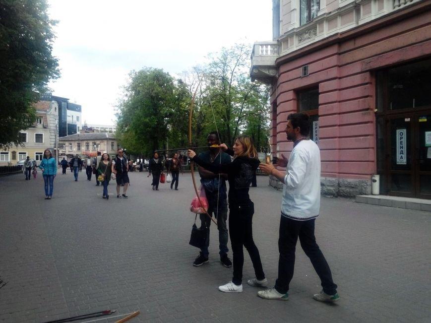 В центрі Івано-Франківська «вбивають» Путіна (ФОТО) (фото) - фото 3