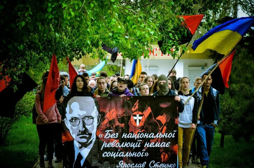 Мариупольские националисты отпраздновали Первомай (ФОТО) (фото) - фото 1