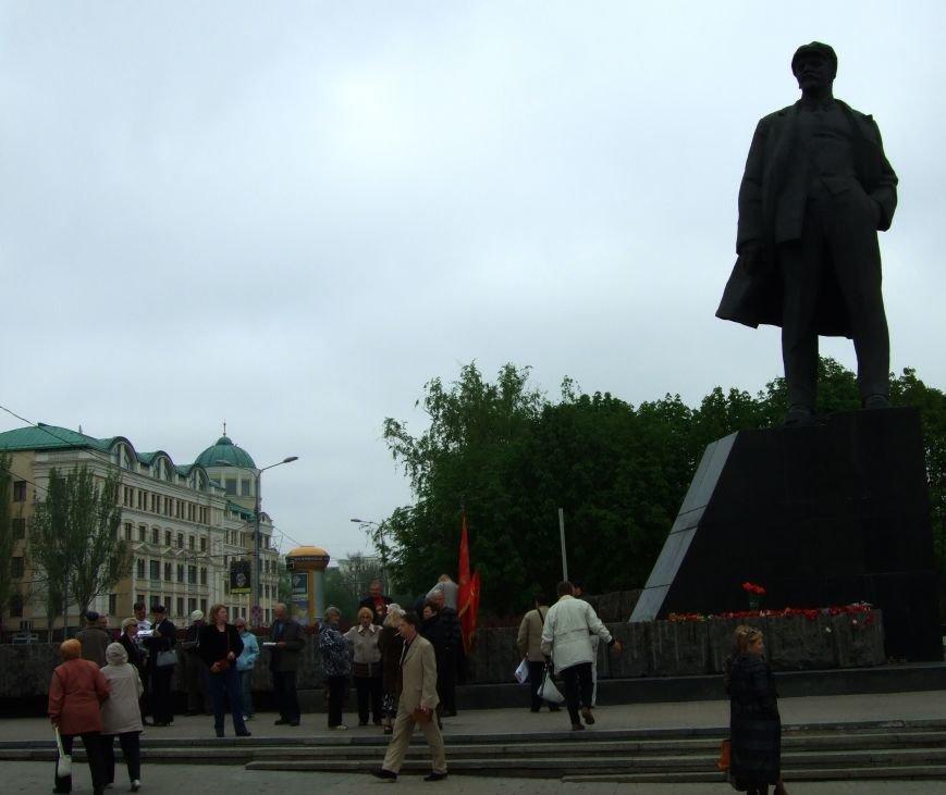 Первомайский митинг в Донецке оказался непопулярным - ждали провокций (ВИДЕО) (фото) - фото 1