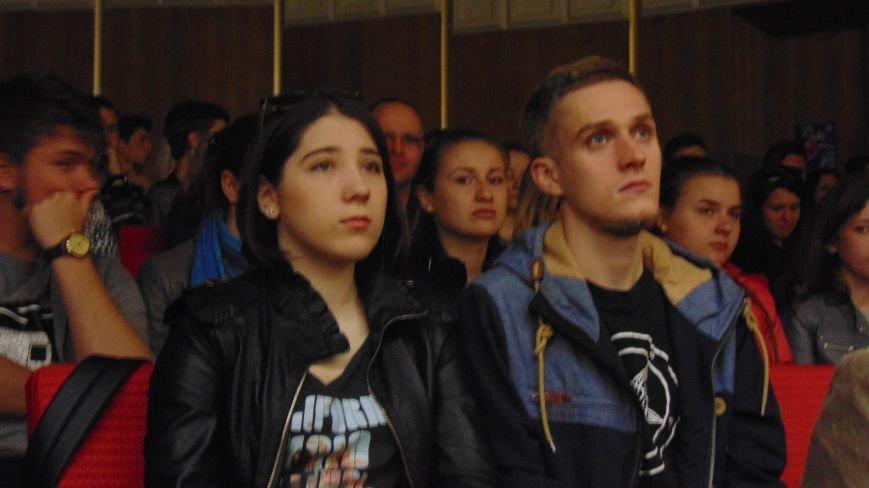 В Мариуполь из Киева привезли летопись очевидцев украинского сопротивления (ФОТО) (фото) - фото 1