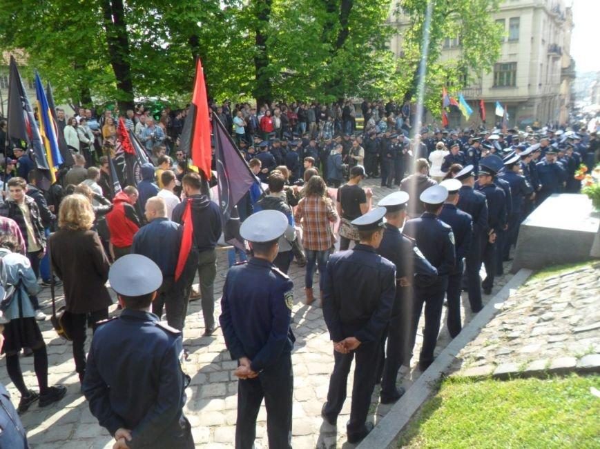 Скандал у Львові: «Правий сектор» заблокував Соціальний марш (ФОТО+ВІДЕО) (фото) - фото 1