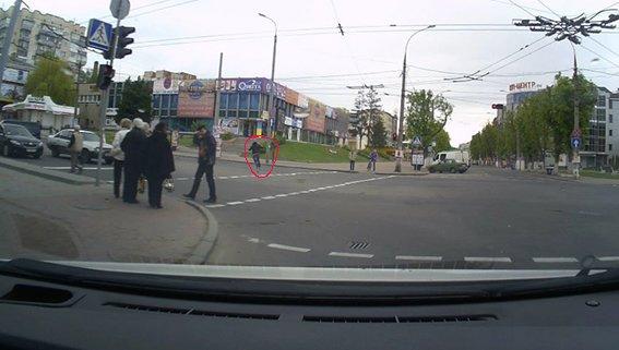 У Хмельницькому 18-річний хуліган розпилив сльозогінний газ на пенсіонерів і втік (ФОТО) (фото) - фото 2