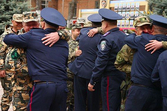 На Хмельниччину зі служби у зоні АТО повернулися 17 працівників ДАІ (ФОТО) (фото) - фото 3