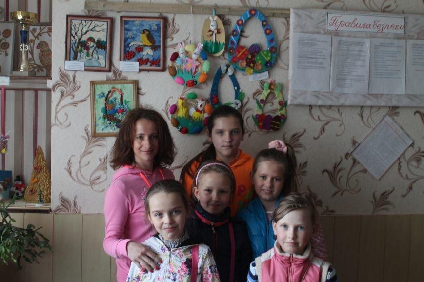 В клубе школьника «Улыбка» на майких праздниках с удовольствием проводит время артемовская детвора (фото) - фото 6