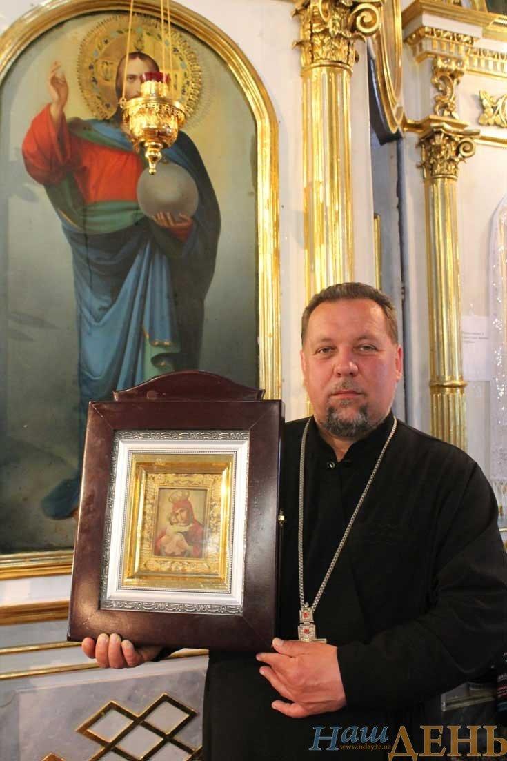 На Тернопільщині мироточать ікони (фотофакт) (фото) - фото 1