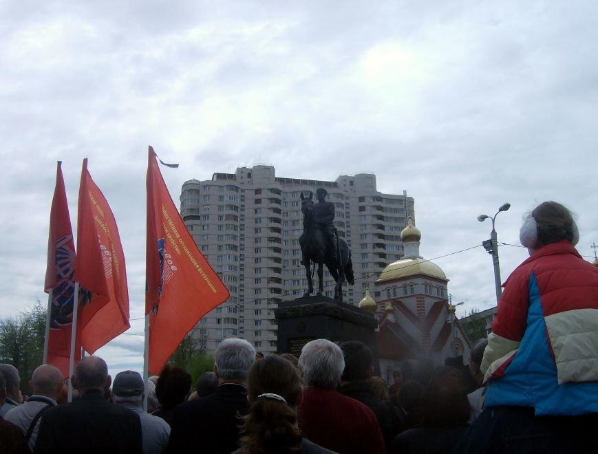 В Волгограде открыли памятник маршалу Рокоссовскому (фото) - фото 1