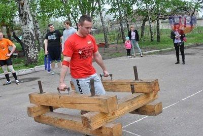 В Макеевке прошли спортивные состязания по силовому многоборью (фото) - фото 1