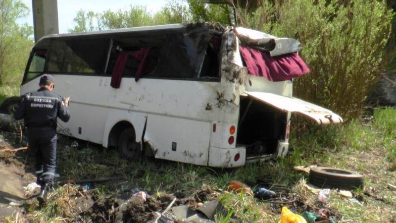 В Кировоградской области с моста упал автобус, фото и новые подробности (фото) - фото 2