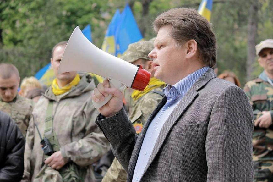 Герои не умирают: в Одессе почтили память погибших 2 мая, стоя на коленях (ФОТОРЕПОРТАЖ) (фото) - фото 7