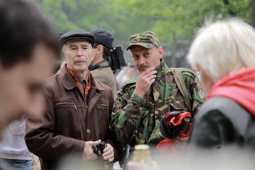 Герои не умирают: в Одессе почтили память погибших 2 мая, стоя на коленях (ФОТОРЕПОРТАЖ) (фото) - фото 4